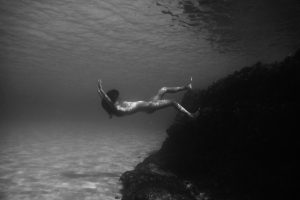 01UNDER water photography nude art